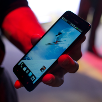 Unboxing bestiálního smartphonu HTC Droid DNA [video]