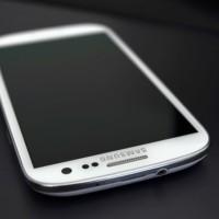 Eldar Murtazin: Zapomeňte na ušlechtilé materiály, Samsung u Galaxy S IV vsadil znovu na plast