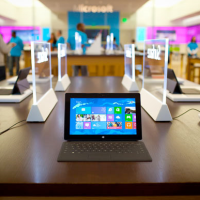 Microsoft je zoufalý. Nabízí slevu 200 dolarů na tablet Surface výměnou za iPad