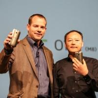 Galaxy S5 je jen kus levného plastu, naváží se HTC do Samsungu