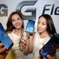 Ohebné a samoopravovací LG G Flex zlevnilo o tisíce