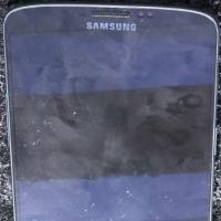 Zabiják iPhonu pózuje před kamerou. Podívejte se jak to kovovému Samsungu Galaxy F sluší