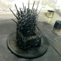 Postavte si doma: Stojánek na mobil ve tvaru Železného trůnu ze seriálu Game of Thrones