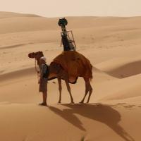 Velbloudi místo lidí a aut! Google snímal fotky pro Street View v poušti