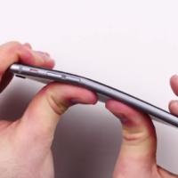 Už ho tak snadno neohnete. Apple možná vylepšil konstrukci iPhonu 6 Plus
