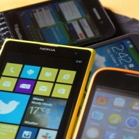 Vánoční průvodce: Chytré telefony do tří tisíc korun