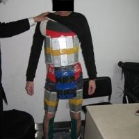 FOTO: Pašerák měl na těle připevněno 94 iPhonů