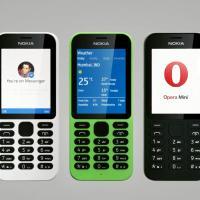 CES 2015: Tlačítkové Nokie neumřely. Model 215 stojí 800 korun a připojí se na internet