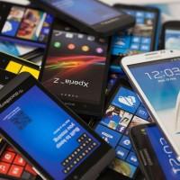 Češi upřednostňují smartphony před obyčejnými mobily, roste zájem o dualSIM