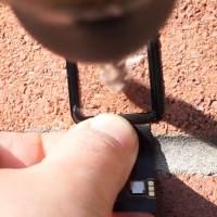 Safírové sklíčko Apple Watch nepoškodí kladivo ani vrtačka