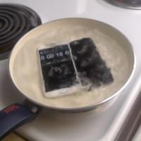 Šílené! iPhone 6 a Galaxy S6 vařil ve vroucí vodě