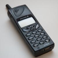 Vtipná reklama ukazuje, jak neskutečně malé byly mobily před 20ti roky