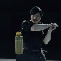 VIDEO: Robot Motoman-MH24 vs. samuraj: Kdo vyhraje soutěž v sekání katanou?