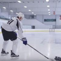 Populární kanadský hokejista Steven Stamkos vs. létající drony, kolik jich přežije?