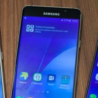 Nové kovové Samsungy A3 a A5 cílí na nadšené fotografy