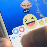 """Facebook spustil velkou aktualizaci. K """"lajku"""" přibudou tyto reakce!"""