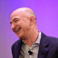 Šéf Amazonu chce přestěhováním průmyslu do vesmíru zachránit Zemi