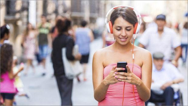 70 procent Čechů loni používalo chytrý telefon