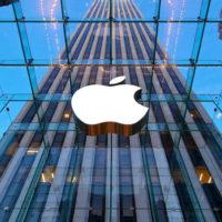 Apple vykázal poprvé za 15 let meziroční pokles příjmů