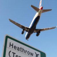 Airbus se nad Londýnem jen těsně minul s dronem