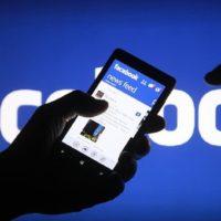 Počet měsíčních uživatelů Facebooku z mobilů poprvé přesáhl miliardu
