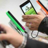 Zájem o smartphony neustále roste. Loni jejich prodej stoupl o sedm procent na 1,4 miliardy