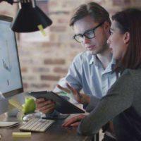 Internet používá 76,5 procenta Čechů, mladí surfují až dvacet hodin týdně