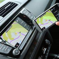 Chytré auto už umí odesílat SOS zprávy, na podzim zvládne i WiFi