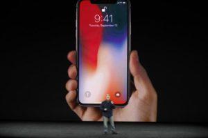 iPhone X je smartphone budoucnosti. V ČR bude extrémně drahý