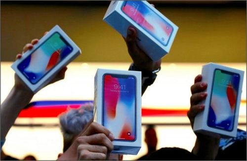 Apple jako první v USA překročil tržní hodnotu 900 miliard dolarů