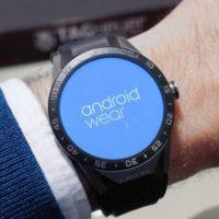 Pro vzbran0 chytré hodinky vychází update na Android Wear 2.8