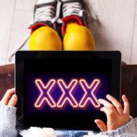 Malware zobrazující pornoreklamy objeven v aplikacích na Google Play