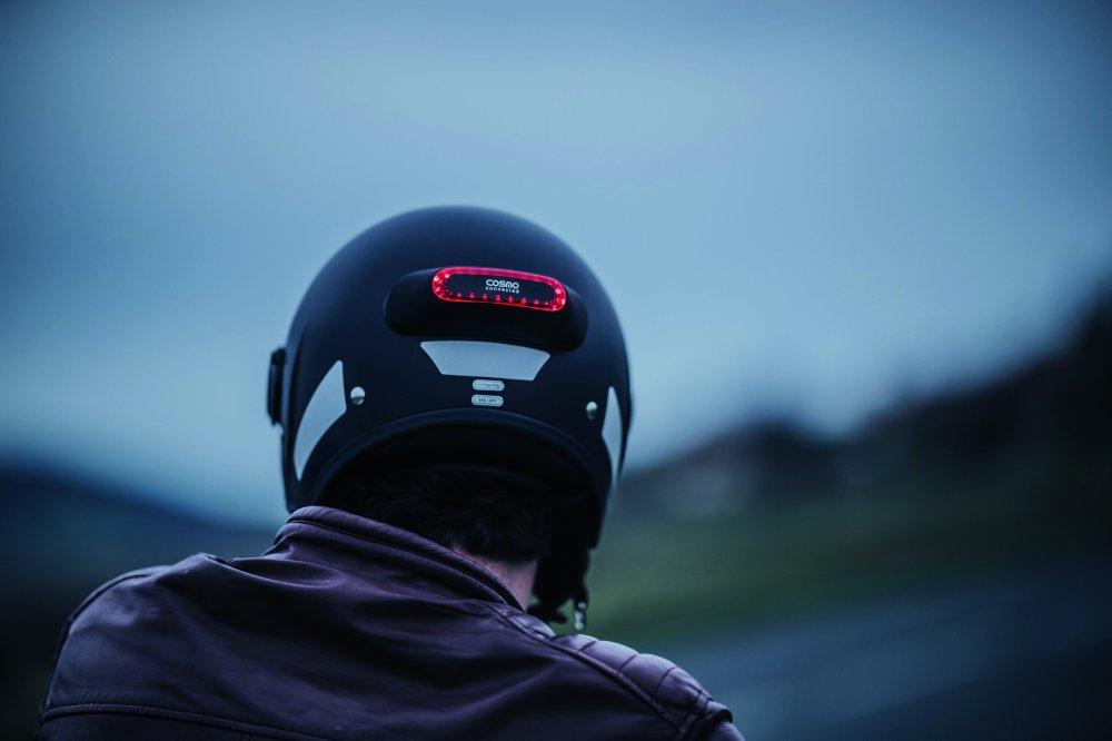 Chytré světlo na přilbu samo přivolá pomoc při nehodě