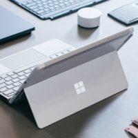 Do prodeje v Česku míří pracovní tablet Microsoft Surface Go