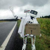Robot Matylda si jede stopem do Pelhřimova pro rekord. Sledujte vše online