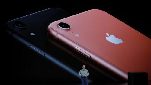 Apple před Vánoci snižuje výrobu nových iPhonů
