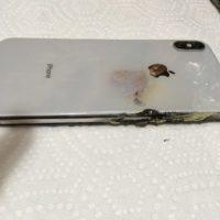 Američan tvrdí, že mu v kapse explodoval iPhone XS Max