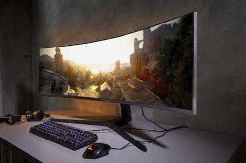 Samsung CRG9 je nadupaný širokoúhlý 5K monitor