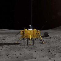 Čínská sonda přistála na odvrácené straně Měsíce. Podívejte se na první fotku