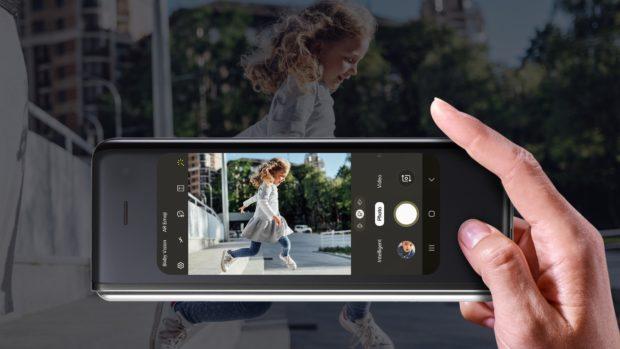 Budoucnost je tady! Samsung představil skládací telefon Galaxy Fold