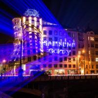 Už jste to viděli? Laserová show od Samsungu rozzářila Tančící dům v Praze