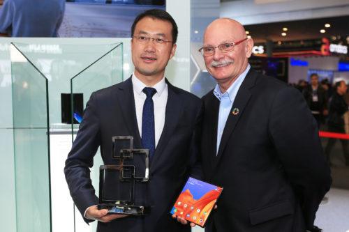 Huawei Mate X získal cenu za nejlepší mobilní zařízení na MWC 2019 v Barceloně