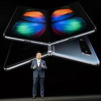 Samsung představil ohebný Galaxy Fold, uvnitř se ukrývá tablet