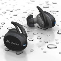 Pioneer SE-E8TW vám automaticky přečtou do uší příchozí zprávy