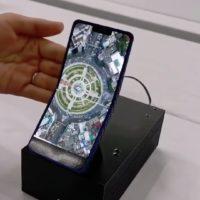 Sharp prezentoval ohebný smartphone. Vypadá jako véčko z devadasátek