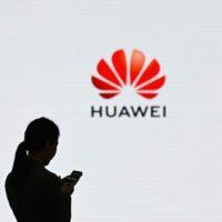 Huawei P20 Lite 2019 dostane čtyři fotoaparáty a otvor v displeji