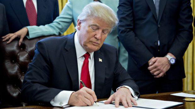 Trump zařadil Huawei na černou listinu, firma nemůže kupovat americké součástky