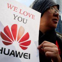 Nechte Apple na pokoji! Radí čínské vládě zakladatel společnosti Huawei