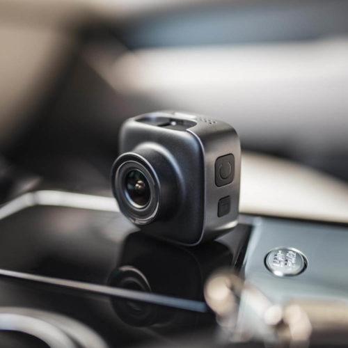 Niceboy Pilot X je kamera do auta s GPS a magnetickým držákem
