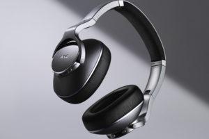 Samsung uvedl pět skvělých sluchátek AKG. Jaké jsou ceny?